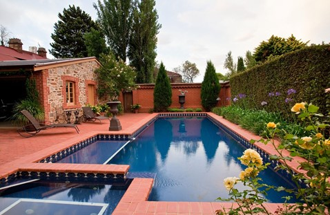 Pool landscaping design ideas for privacy